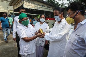 Tying Rakhis to medical professionals