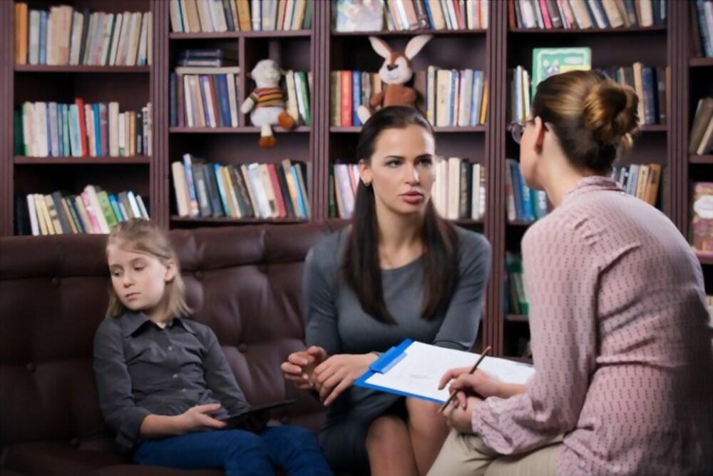parent discuss with teacher