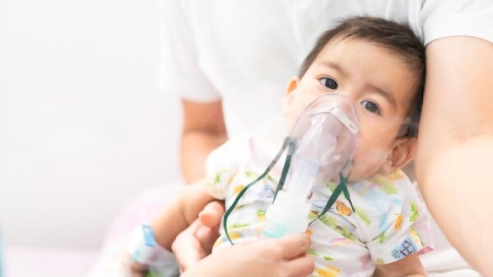 kid suffering from pneumonia