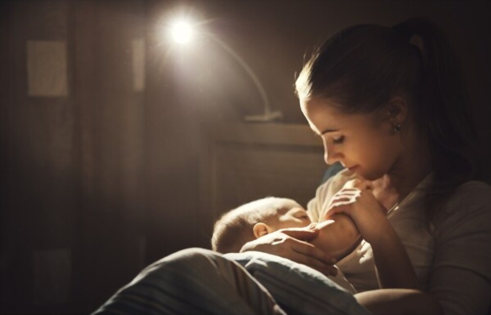 breastfeeding by mother