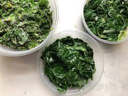 Boiling leafy vegetables for natural green color